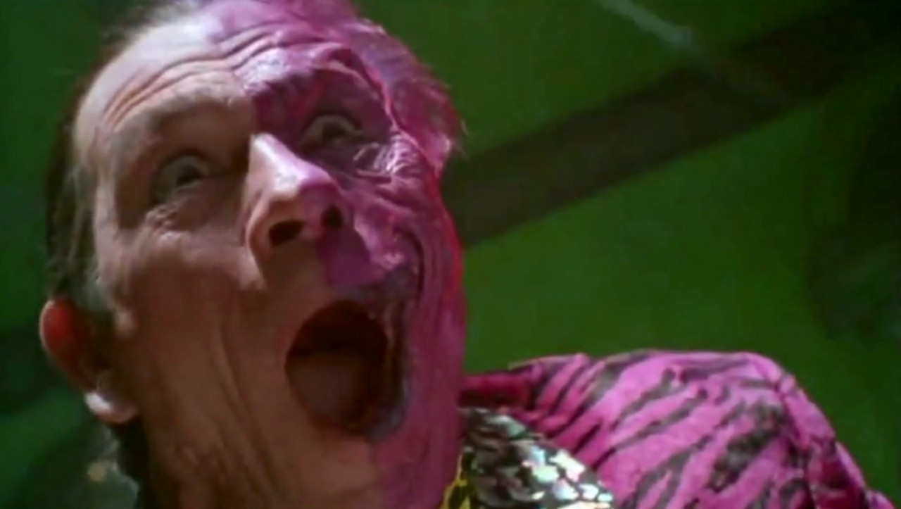 tommy-lee-jones-as-two-face-harvey-dent-in